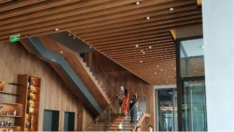木纹铝方通吊顶图片