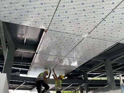 铝单板现场安装图  员顶铝单板安装